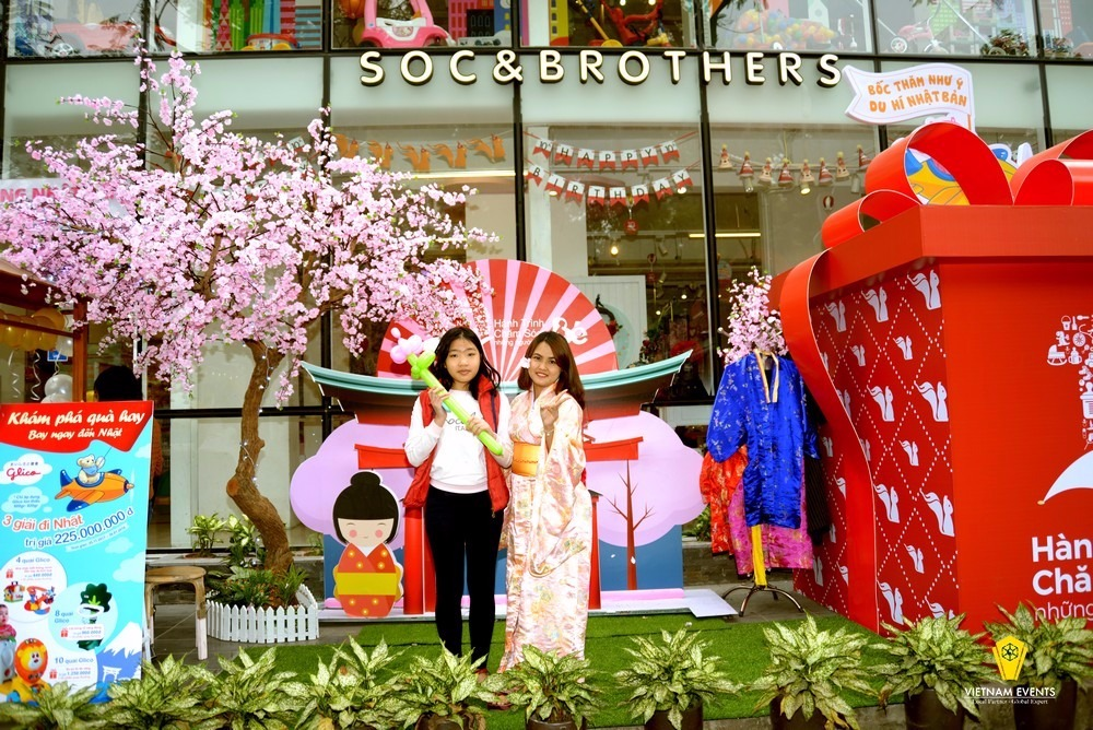 Thank-you Events of Soc&Brothers Store Chain