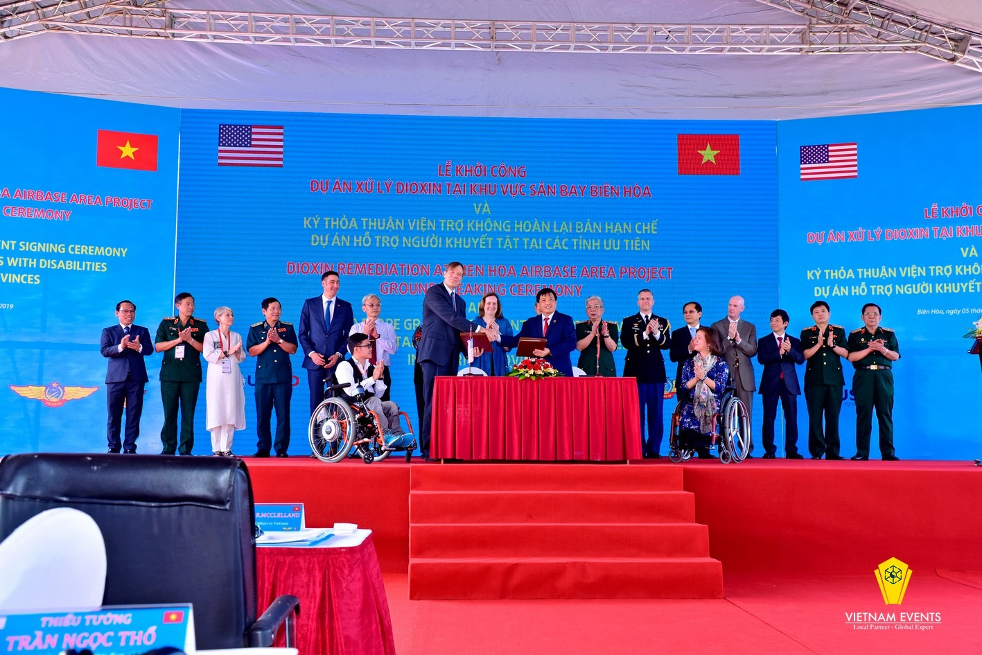 Ground - breaking and signing ceremony on dioxin remediation operations  at Bien Hoa Airbase